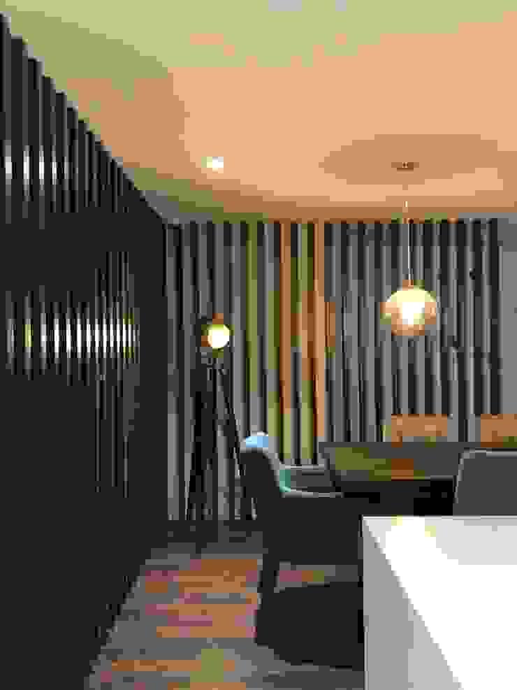 entrearquitectosestudio Modern dining room Wood Wood effect