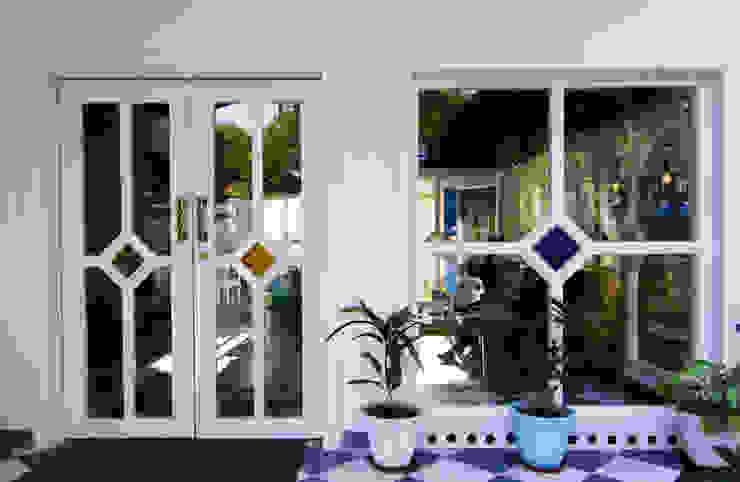 Front doors by Studio Kaarigars, Colonial