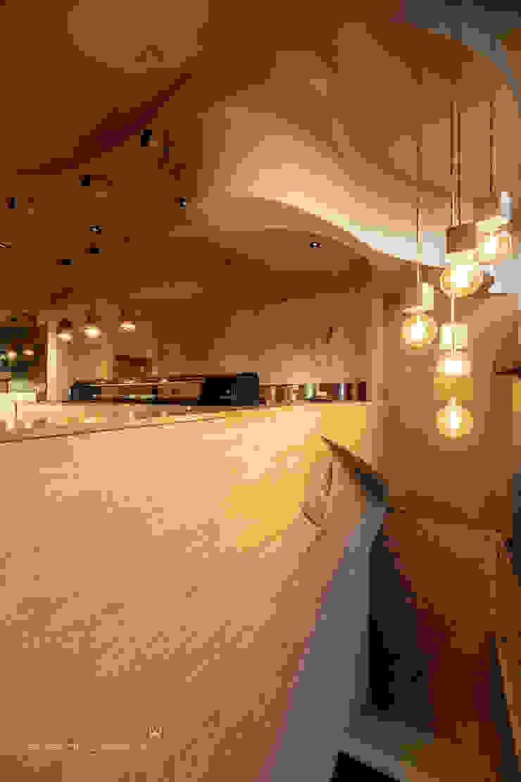Susana Camelo Asiatische Bars & Clubs Holzspanplatte Bernstein/Gold