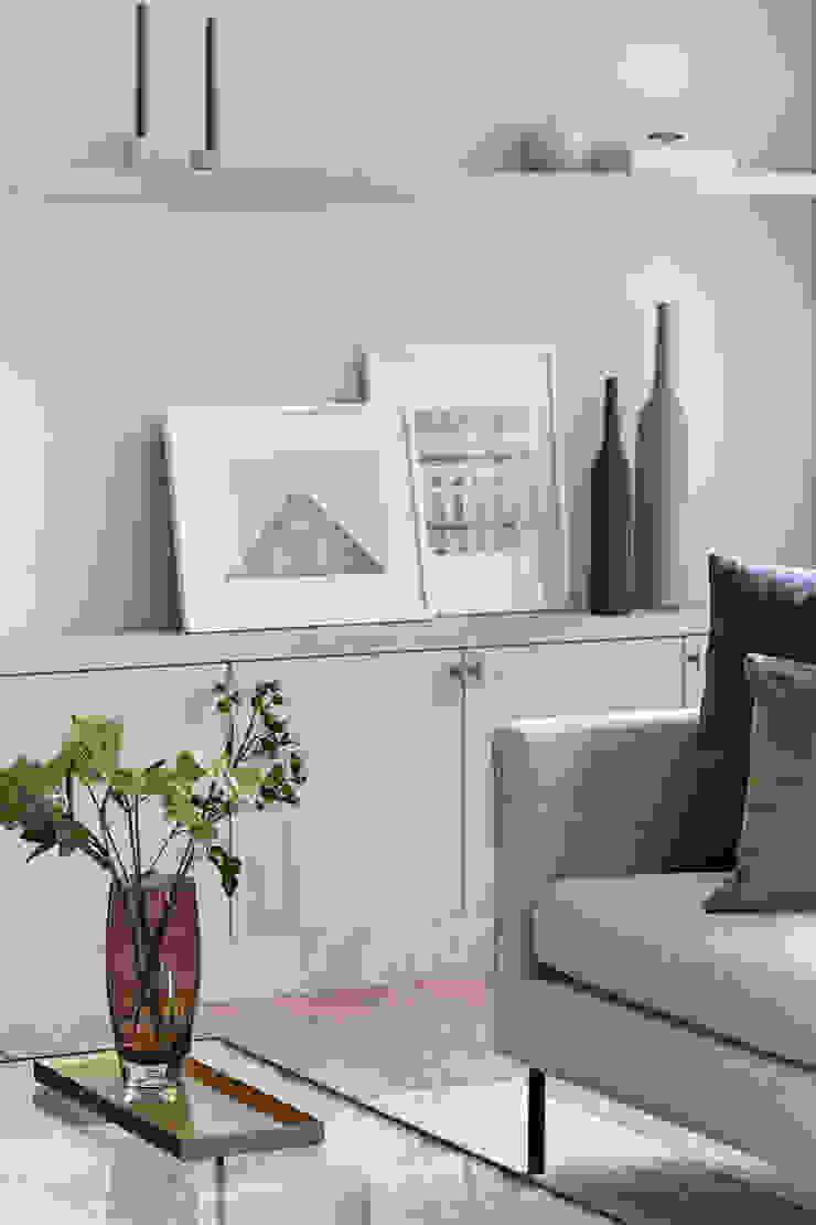 Lichelle Silvestry Interiors Salas de estilo moderno