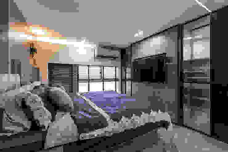 主臥 现代客厅設計點子、靈感 & 圖片 根據 你你空間設計 現代風 塑木複合材料