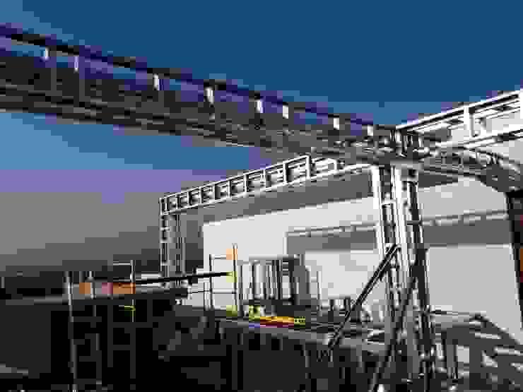 Nowoczesny balkon, taras i weranda od Comercial Ébano Spa Nowoczesny