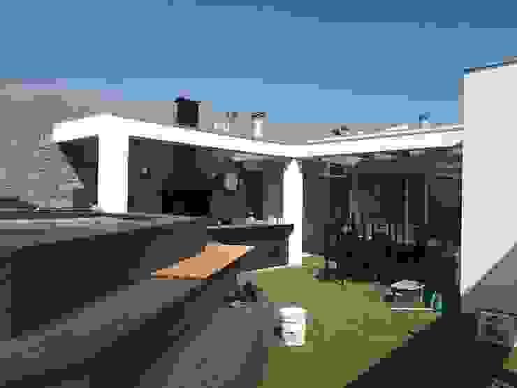 Comercial Ébano Spa Balcones y terrazas de estilo moderno