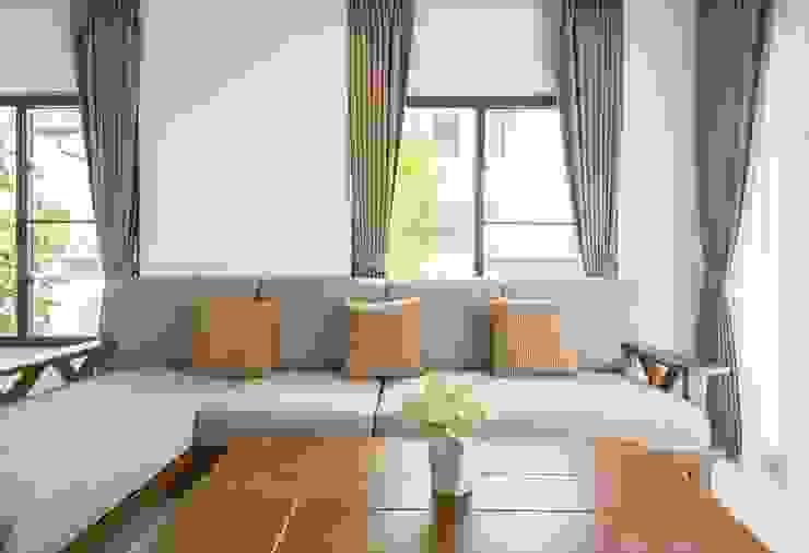 Rèm vải phòng khách: hiện đại  by Avinahome, Hiện đại Vải lanh / vải lanh Pink