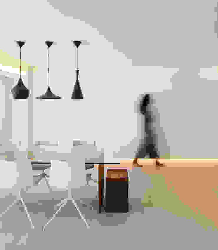 Comedores de estilo minimalista de yuû arquitectura Minimalista Madera Acabado en madera