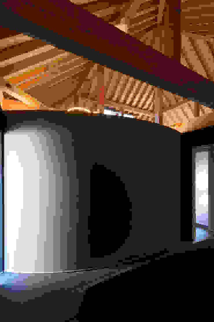 de 風景のある家.LLC Moderno Madera Acabado en madera