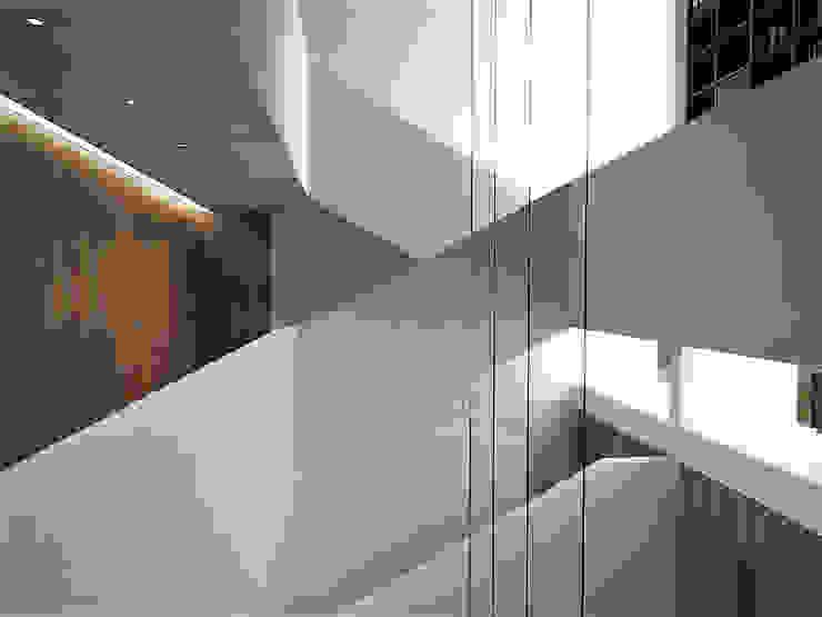 RRA Arquitectura Escaleras Madera Blanco