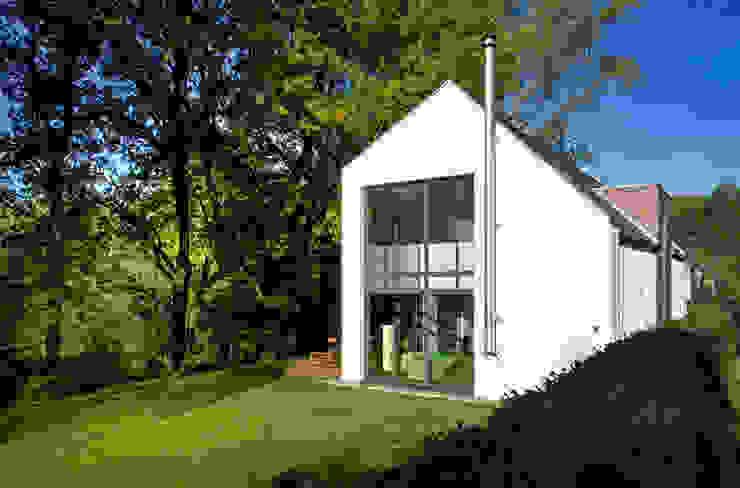 Gartenansicht seyfarth stahlhut architekten bda PartGmbB Moderne Häuser