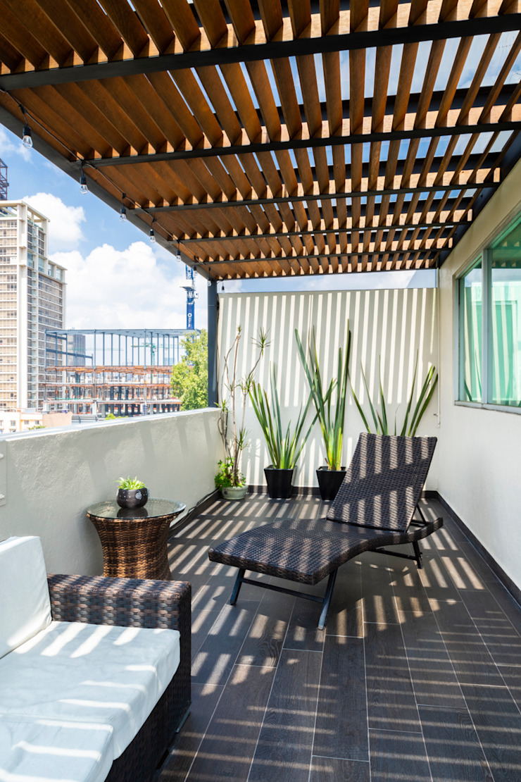 Terraza 1 emARTquitectura Arte y Diseño Balcones y terrazas clásicos Madera Beige