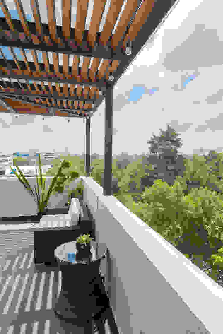 Terraza 5 emARTquitectura Arte y Diseño Balcones y terrazas clásicos Madera Beige