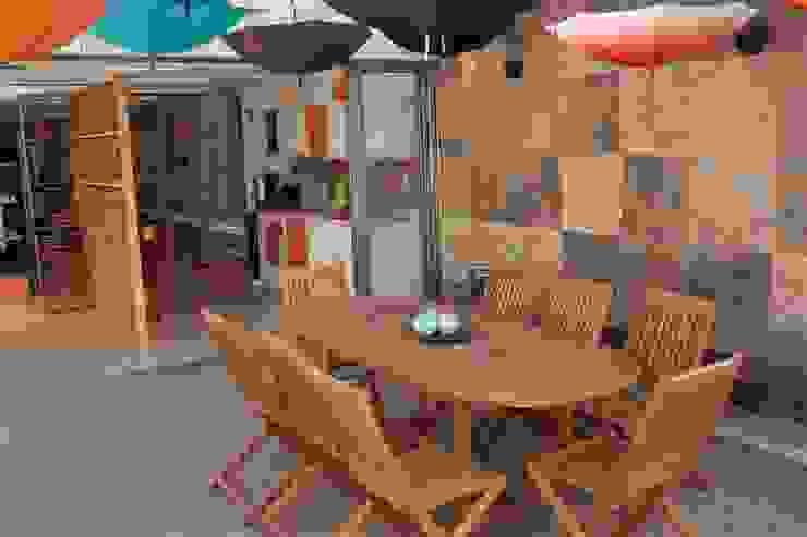 Balkon, Beranda & Teras Klasik Oleh emARTquitectura Arte y Diseño Klasik Batu