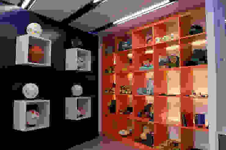 Ruang Studi/Kantor Klasik Oleh emARTquitectura Arte y Diseño Klasik Kayu Buatan Transparent