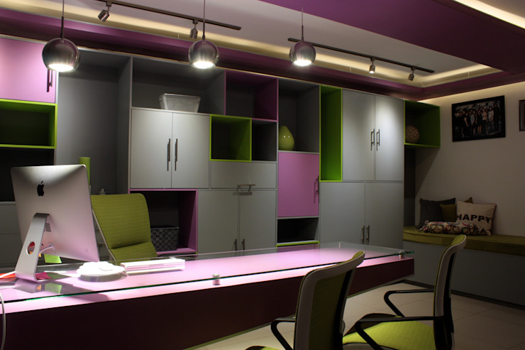 Ruang Studi/Kantor Klasik Oleh emARTquitectura Arte y Diseño Klasik Kayu Wood effect