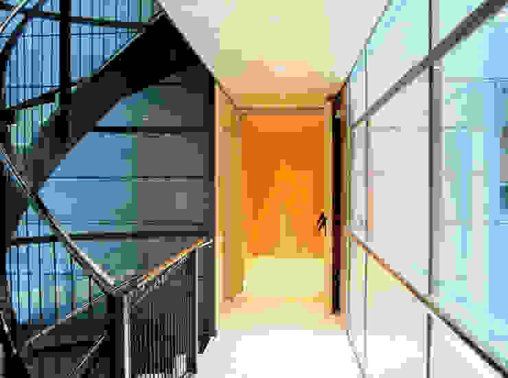 Vista interior Casas de estilo moderno de SANTI VIVES ARQUITECTURA EN BARCELONA Moderno