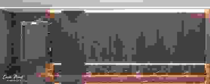HALL ELEVADORES CORPORATIVO Escritórios modernos por Camila Pimenta | Arquitetura + Interiores Moderno Madeira Efeito de madeira