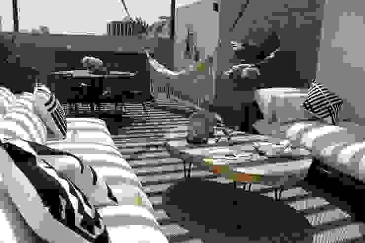 Roof Garden ZAJU Balcones y terrazas modernos Hierro/Acero Multicolor