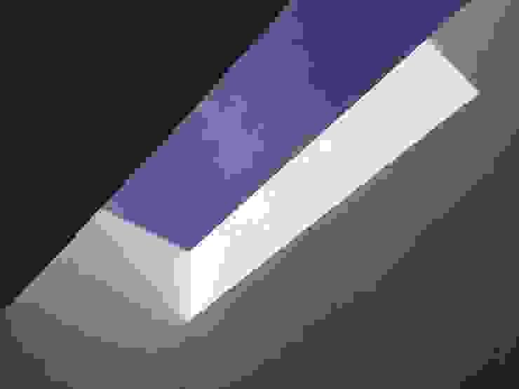 Casa Hércules Paredes y pisos de estilo moderno de GARAY ARQUITECTOS Moderno