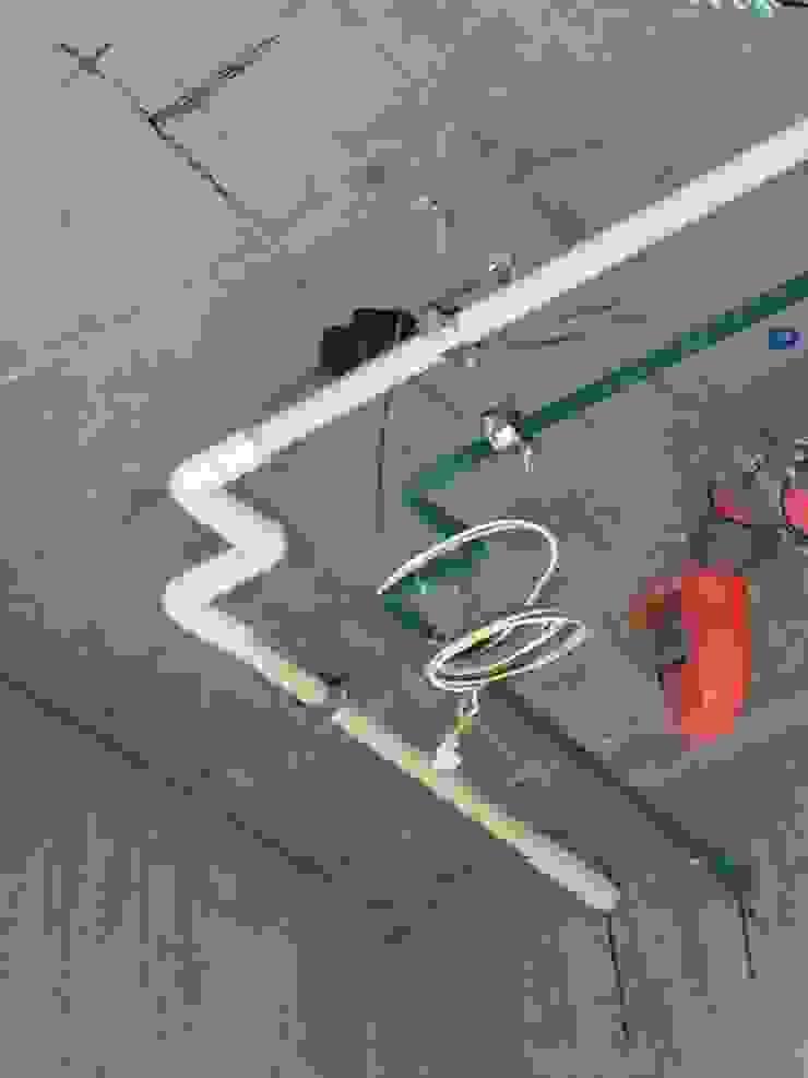 內湖區 建設公司 工地施工照 力銓壓接另件保溫護蓋 辦公室&店面 塑膠 White