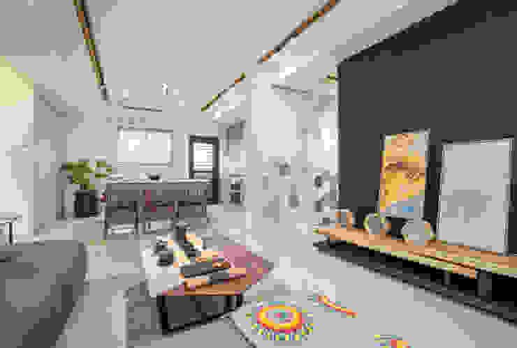 Salon scandinave par 衍相室內裝修設計有限公司 Scandinave