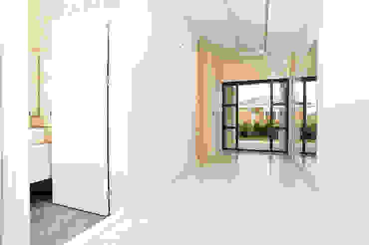 Modern corridor, hallway & stairs by NAZZ Design Studio Modern