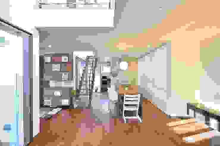 居間よりキッチンをみる。 の 空間工房株式会社 オリジナル 鉄/鋼