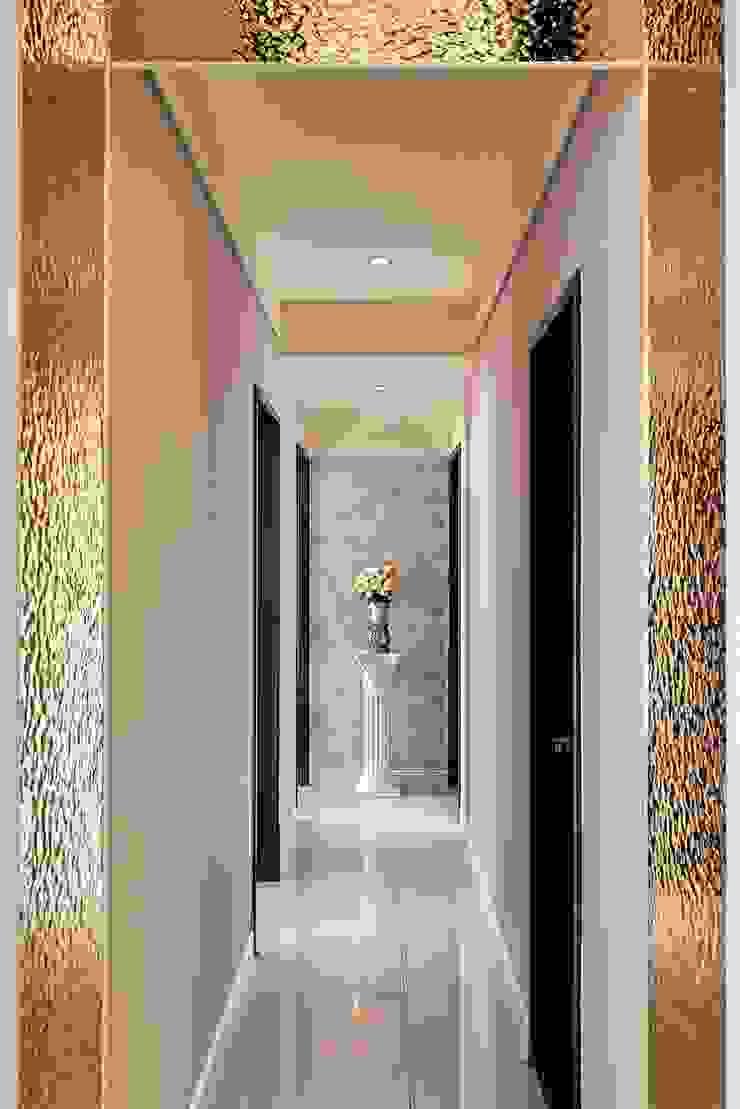 迴廊金色邊波浪板 經典風格的走廊,走廊和樓梯 根據 趙玲室內設計 古典風