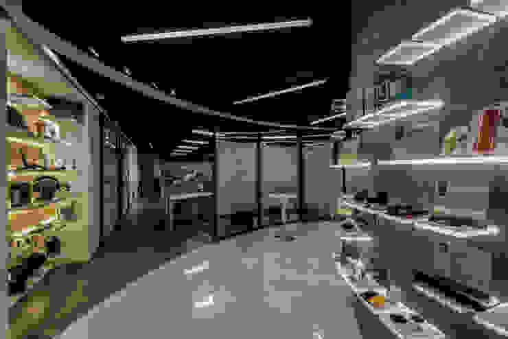 圓形入口處 根據 亚卡默设计 Akuma Design 工業風 水泥
