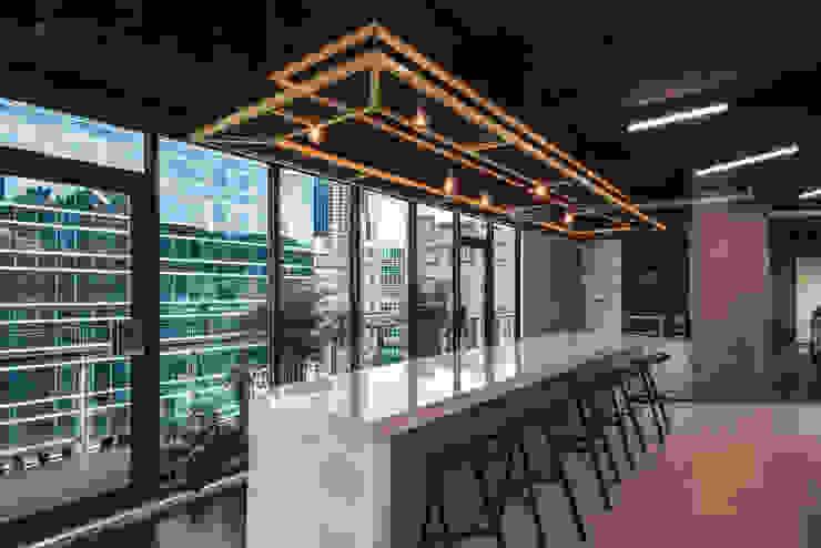 茶水間 根據 亚卡默设计 Akuma Design 工業風 水泥