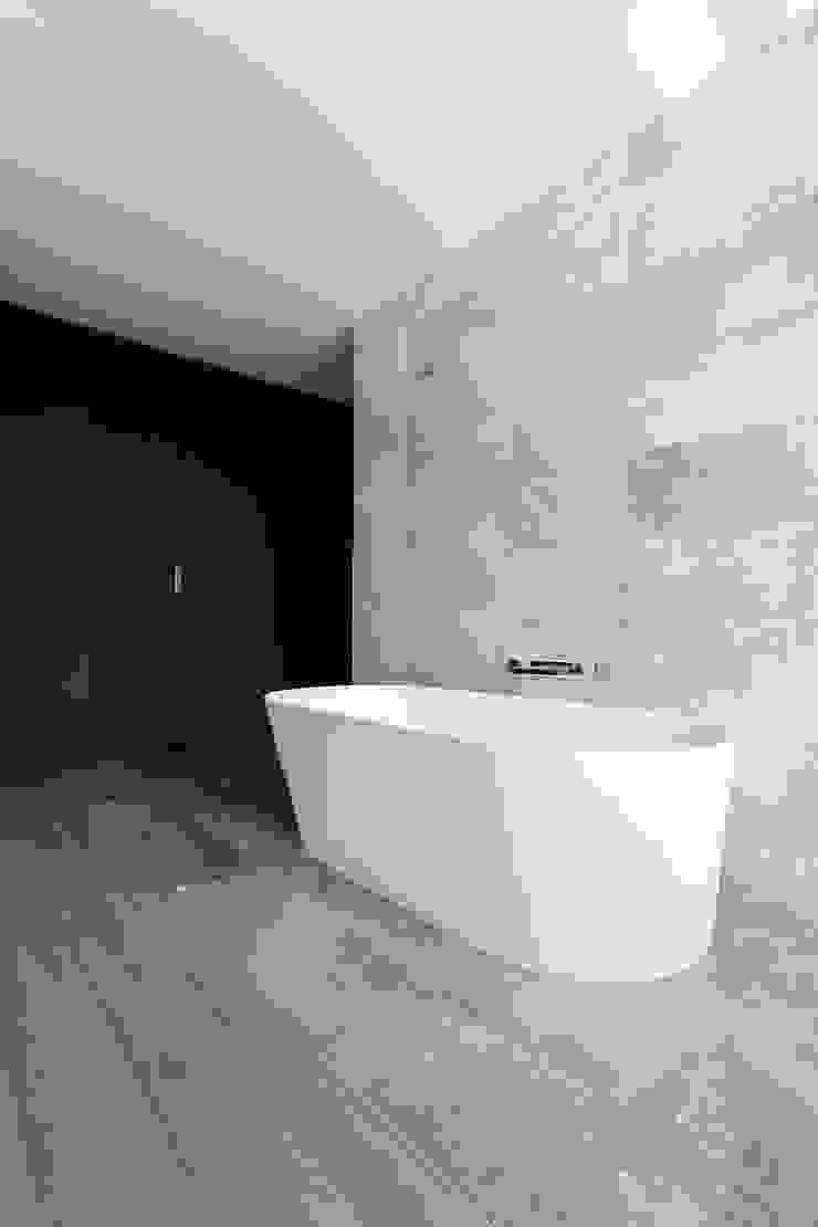 Edgehill Residence Modern Bathroom by Zoubeir Azouz Architecture Modern