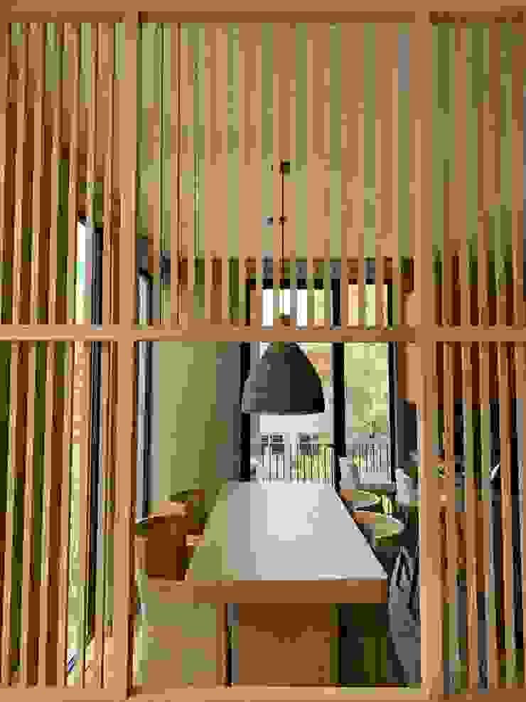 MOKALI Carpintería Residencial Modern dining room