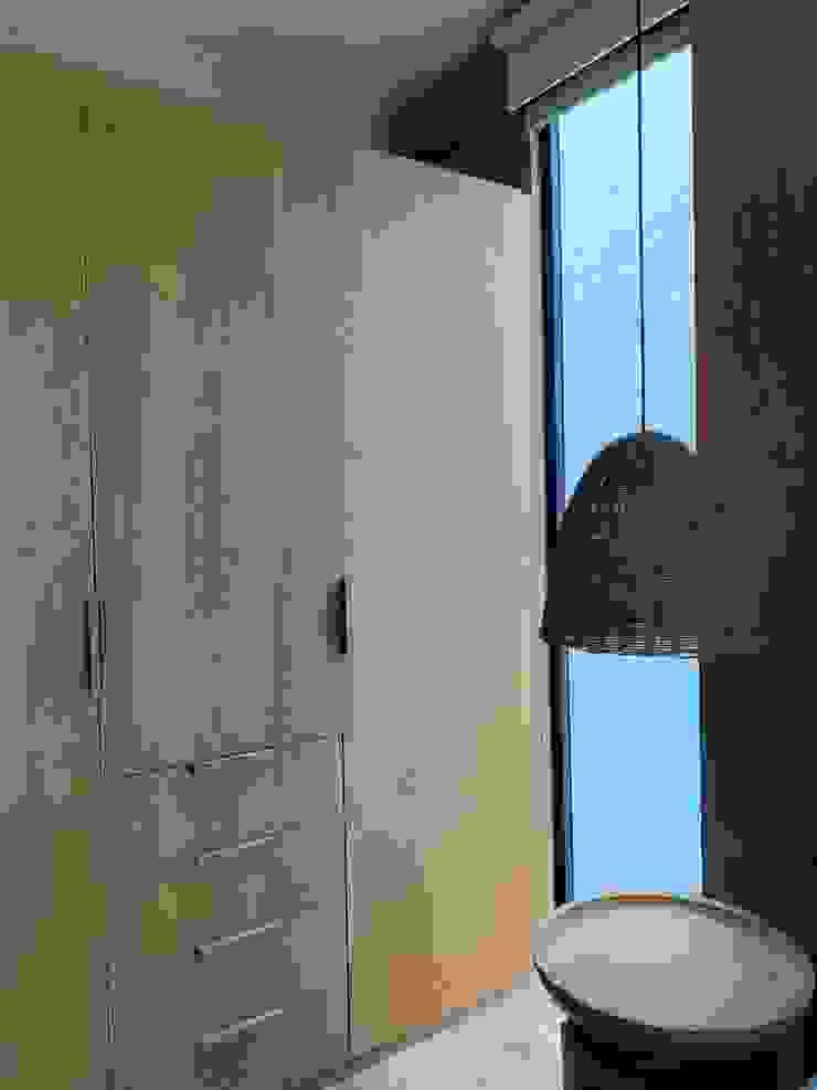Clóset recámara MOKALI Carpintería Residencial Dormitorios modernos: Ideas, imágenes y decoración