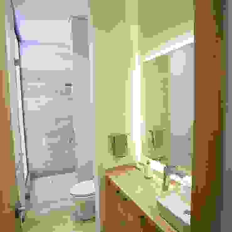 Mueble de baño. de MOKALI Carpintería Residencial Moderno