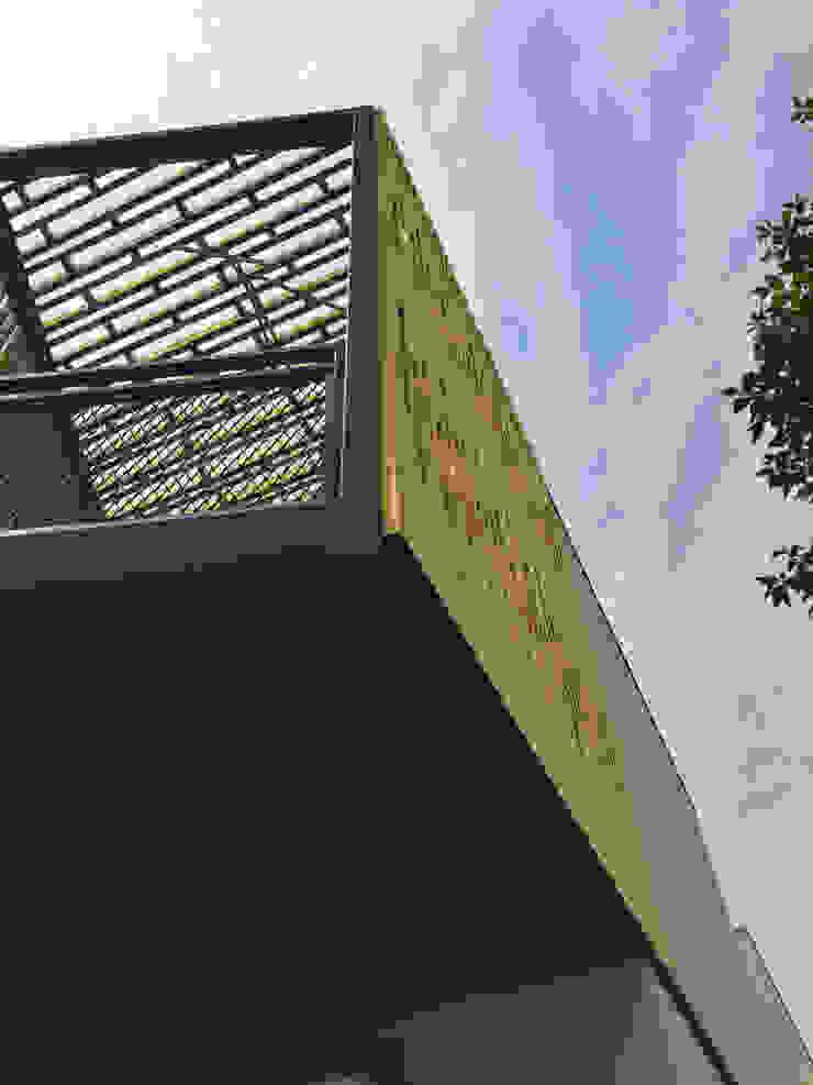 Casa Los Abetos | Terraza Poniente | Quiebrasol de Irene Escobar Doren Moderno Madera Acabado en madera