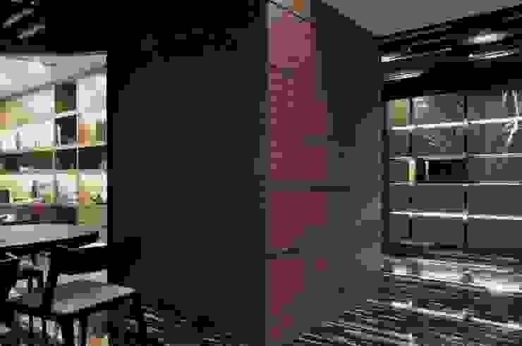 招待餐廳與入口處 根據 亚卡默设计 Akuma Design 現代風 木頭 Wood effect