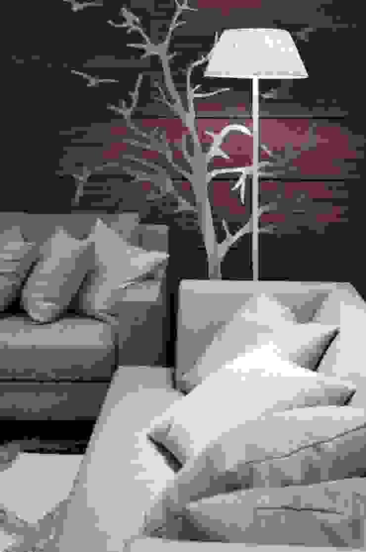 牆面與沙發的關係 现代客厅設計點子、靈感 & 圖片 根據 亚卡默设计 Akuma Design 現代風 木頭 Wood effect