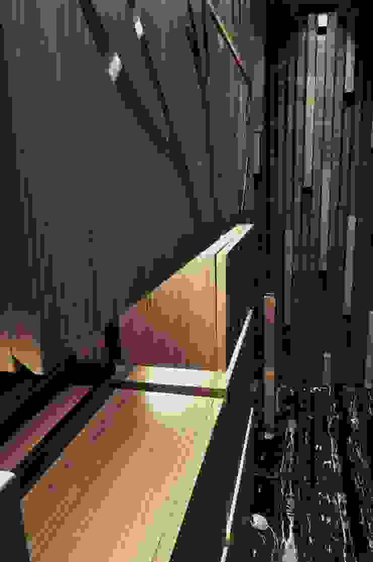 鞋櫃細部 現代風玄關、走廊與階梯 根據 亚卡默设计 Akuma Design 現代風 木頭 Wood effect