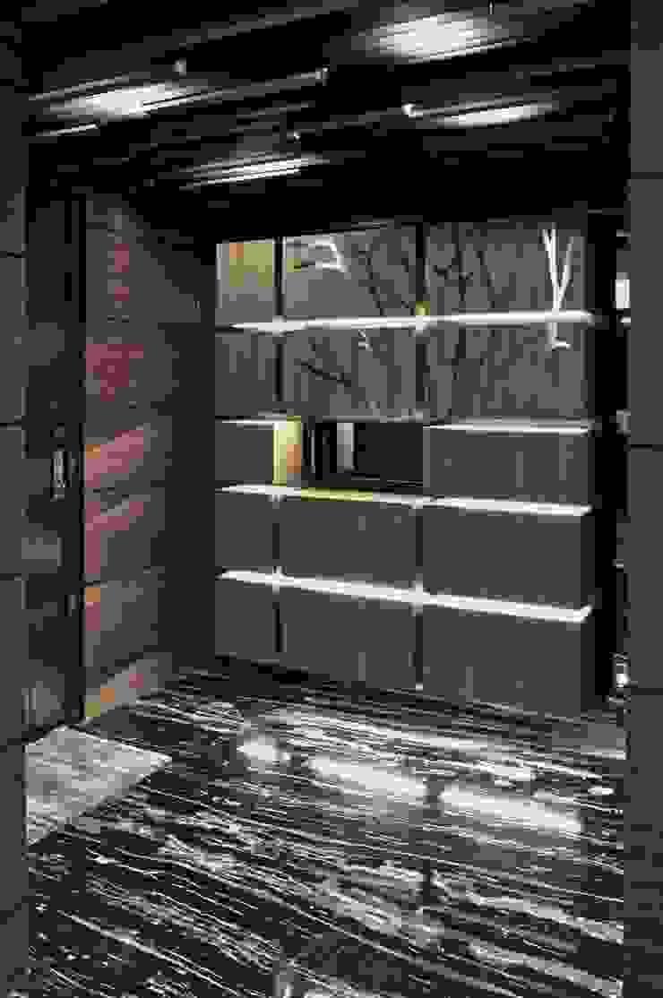 門廳與鞋櫃關係 現代風玄關、走廊與階梯 根據 亚卡默设计 Akuma Design 現代風 實木 Multicolored