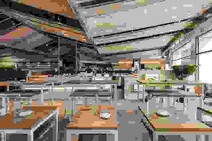 獨立吧檯桌椅 根據 亚卡默设计 Akuma Design 田園風 木頭 Wood effect