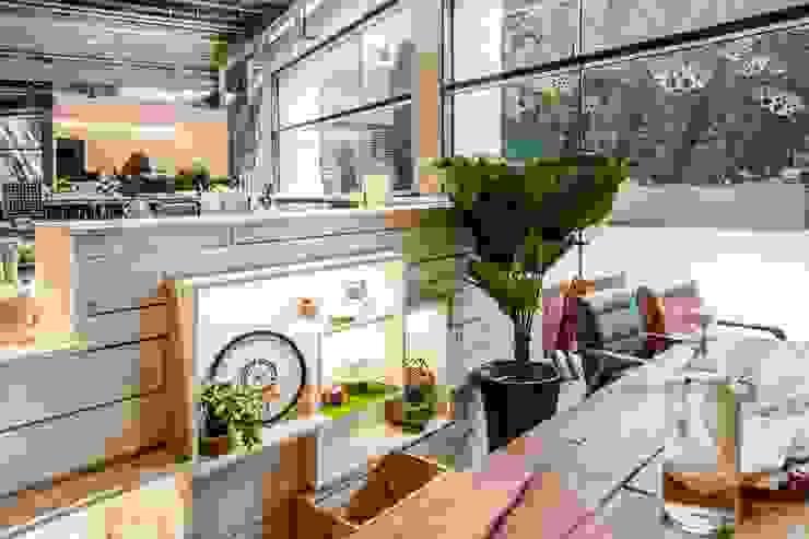 吧檯區局部展售區 根據 亚卡默设计 Akuma Design 田園風 木頭 Wood effect
