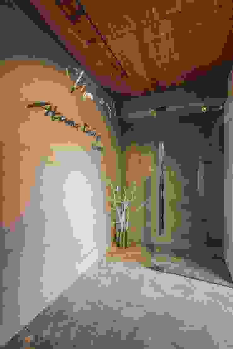 入口設計 根據 亚卡默设计 Akuma Design 工業風 水泥
