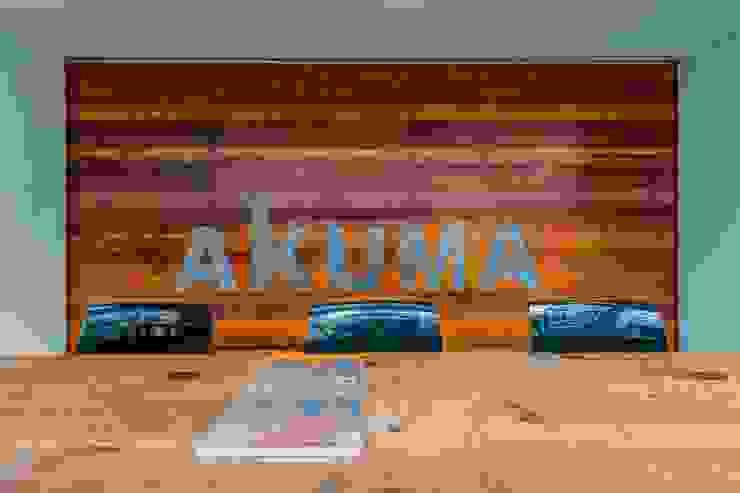 大會議室 根據 亚卡默设计 Akuma Design 工業風 水泥