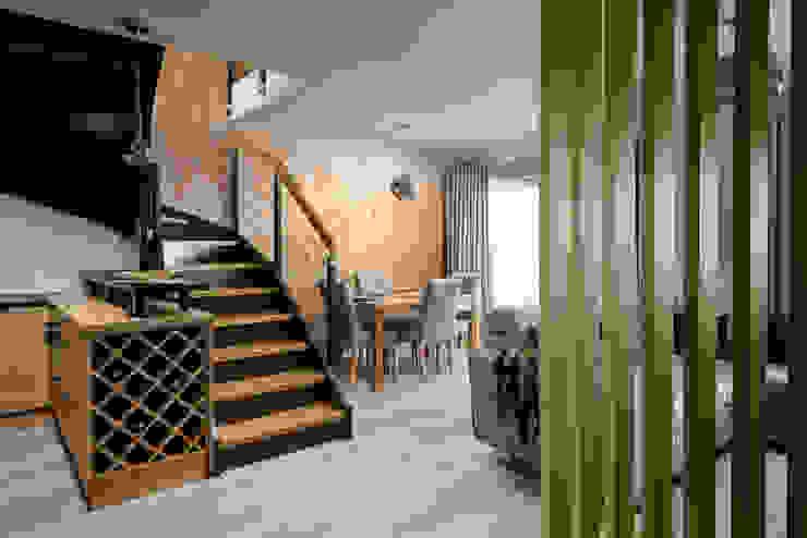 Mieszkanie miłośniczki designu i mody Nowoczesna jadalnia od Q2Design Nowoczesny