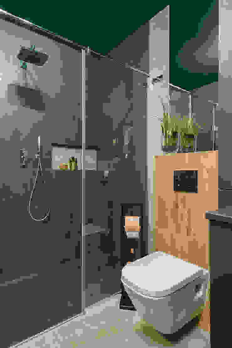 Mieszkanie miłośniczki designu i mody Nowoczesna łazienka od Q2Design Nowoczesny
