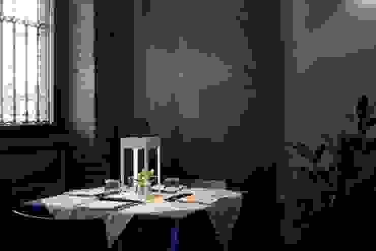 """Interior design pizzeria ristorante """"Le Torri"""" Padova ROSSIARCHITETTURA Negozi & Locali commerciali in stile minimalista Metallo Blu"""
