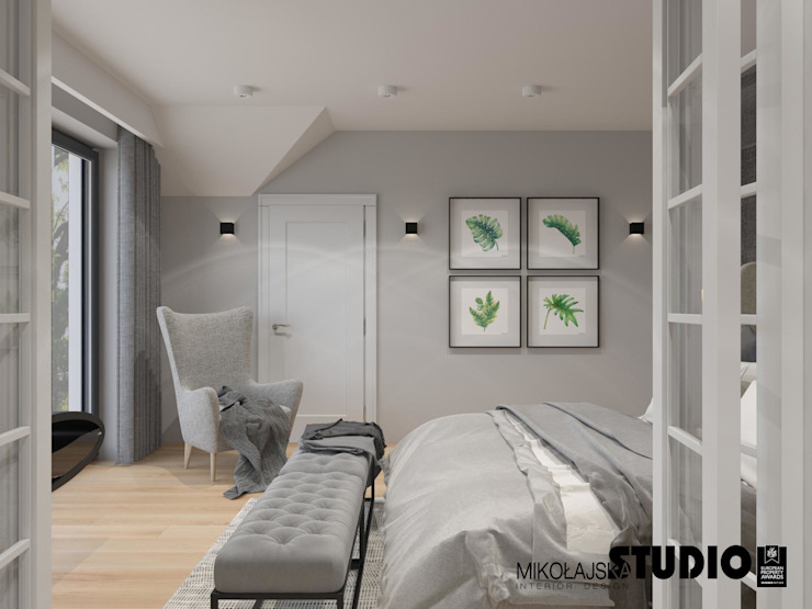 sypialnia w szarościach Eklektyczna sypialnia od MIKOŁAJSKAstudio Eklektyczny