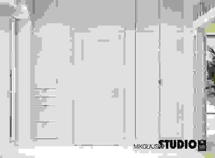 drzwi do garderoby Eklektyczna garderoba od MIKOŁAJSKAstudio Eklektyczny
