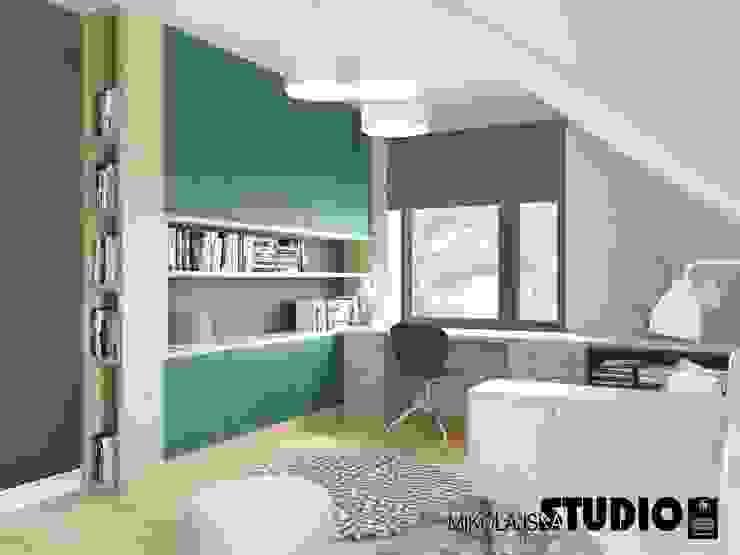 niebieski pokój młodzieżowy od MIKOŁAJSKAstudio Eklektyczny