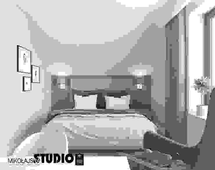 stonowana sypialnia od MIKOŁAJSKAstudio Eklektyczny