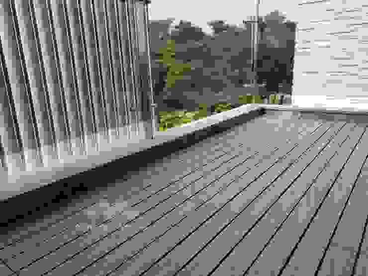 【陽台美化-卡扣式塑木地板】 根據 新綠境實業有限公司 現代風 塑木複合材料