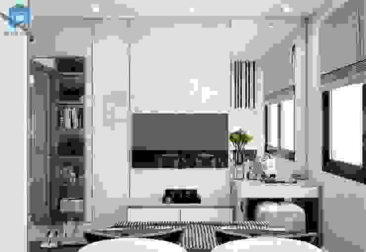 """Sử dụng những chiếc gương lớn trong phòng ngủ giúp bạn """"ăn gian"""" được thêm diện tích căn phòng đấy! bởi Công ty TNHH Nội Thất Mạnh Hệ Hiện đại Gỗ Wood effect"""